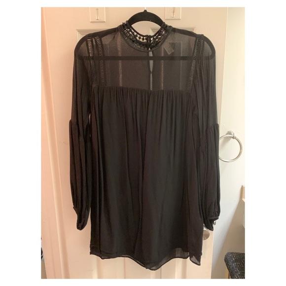 H&M Dresses & Skirts - H&M long sleeve black boho dress. Size 4.